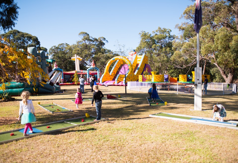 Mini Putt Putt Golf Amusement Ride for Hire Sydney - Carnival Rides Sydney
